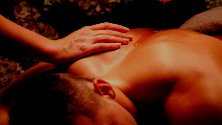 Massaggio Lingam Tantra